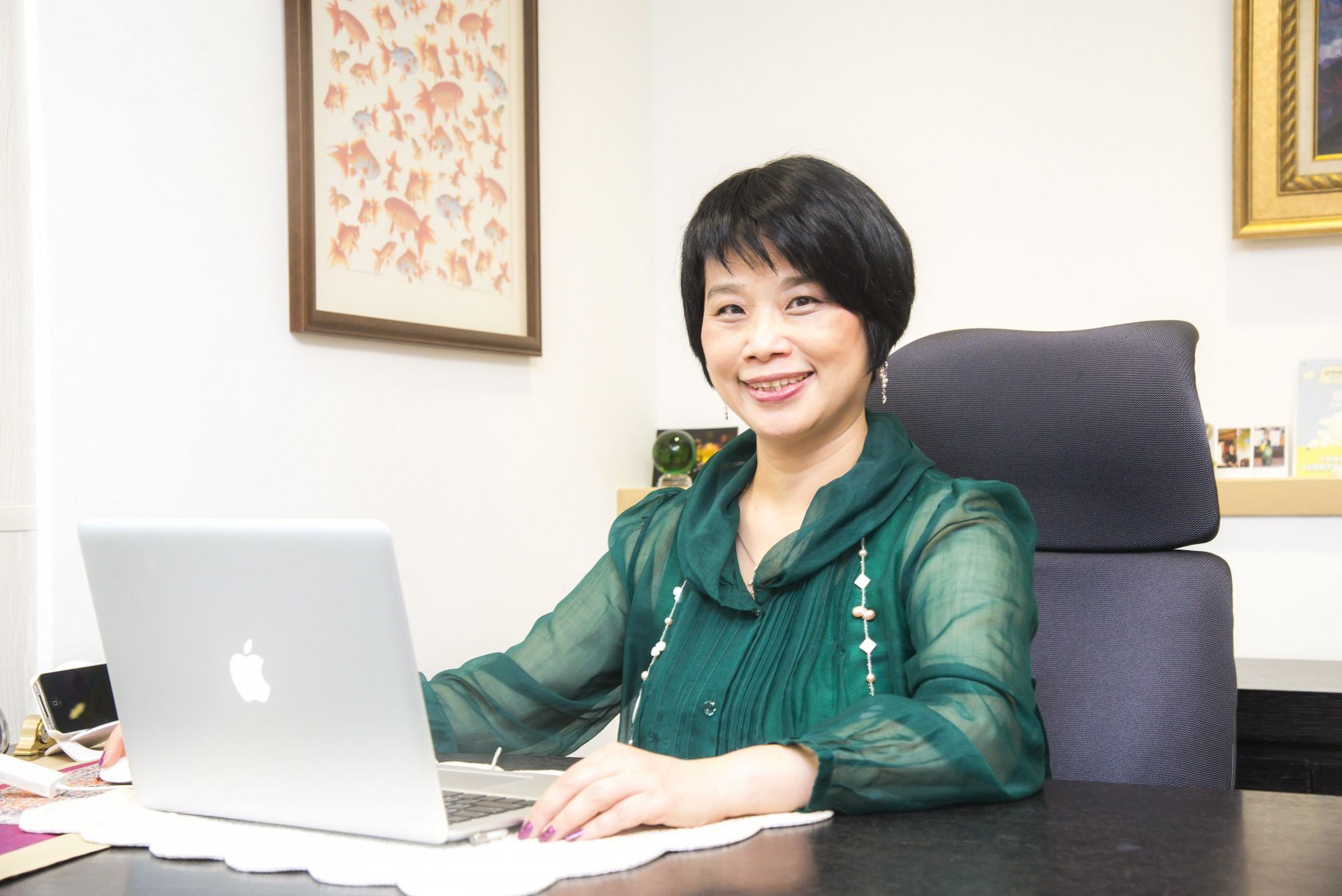 綻放美人香─「喜思集團」的CEO黃子容!
